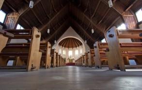 Kirchenraum vom Boden